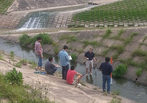 2) In a field visit, UT Tyler students are taking measurements in an open channel to estimate the flow rate (Hydrology and Hydraulics course).