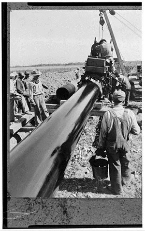 Pipeline being laid between southwest Texas and the Atlantic coast in 1944